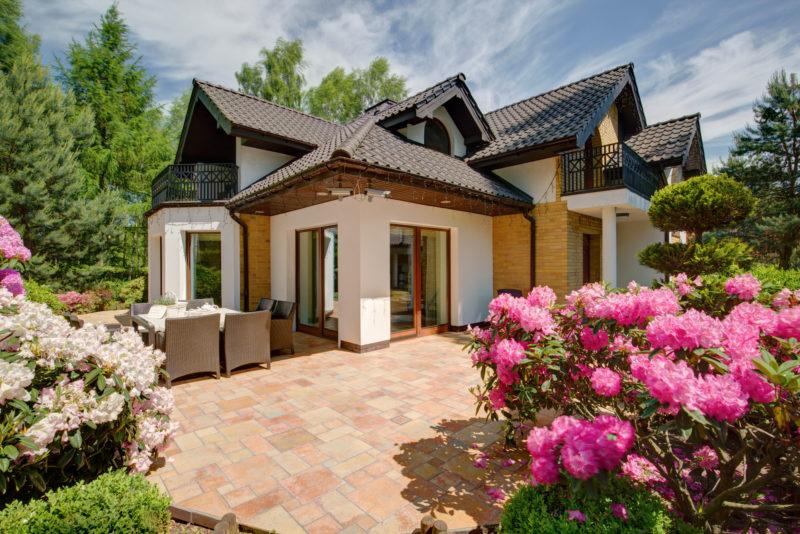bigstock-Beautiful-Porch-Of-The-House-127774727-800x534.jpg